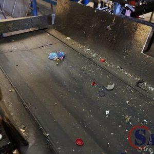 Jak čistit pásový dopravník ve výšce 3,5 m?