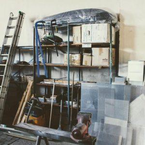 Pracovní úraz: Pád ze žebříku a mnohočetné zlomeniny