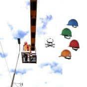 Přilba pro práce ve výškách nesmí při pádu zradit!